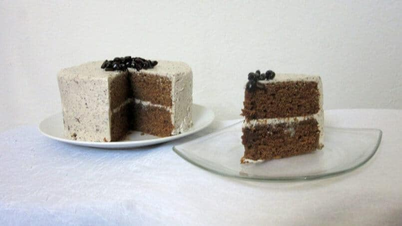 This Thai tea Vietnamese coffee cake is flavored with coffee and tea, making it a flavorful cake without being super sweet. #thaitea #vietnamesecoffee #cake #dessert