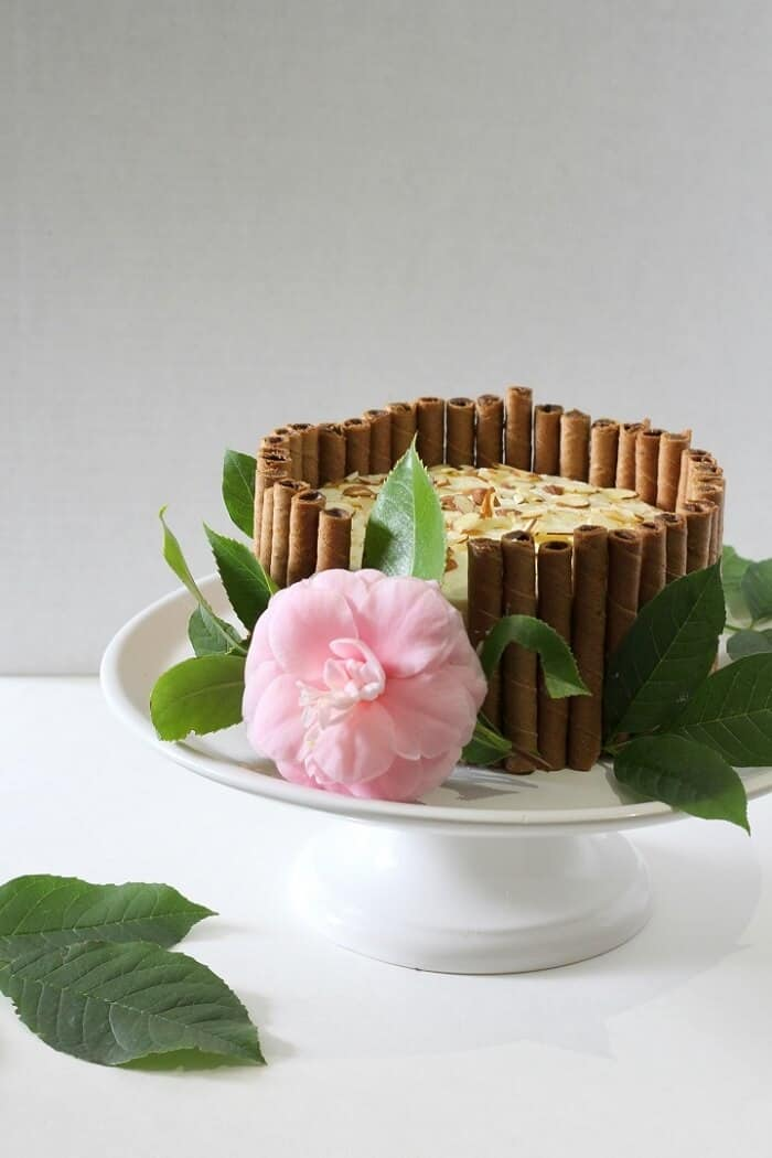 In case you run out of cookies to line the outside of your tiramisu layer cake with, use a flower to cover the hole (; #tiramisu #cake #chocolatecake #dessert #coffee