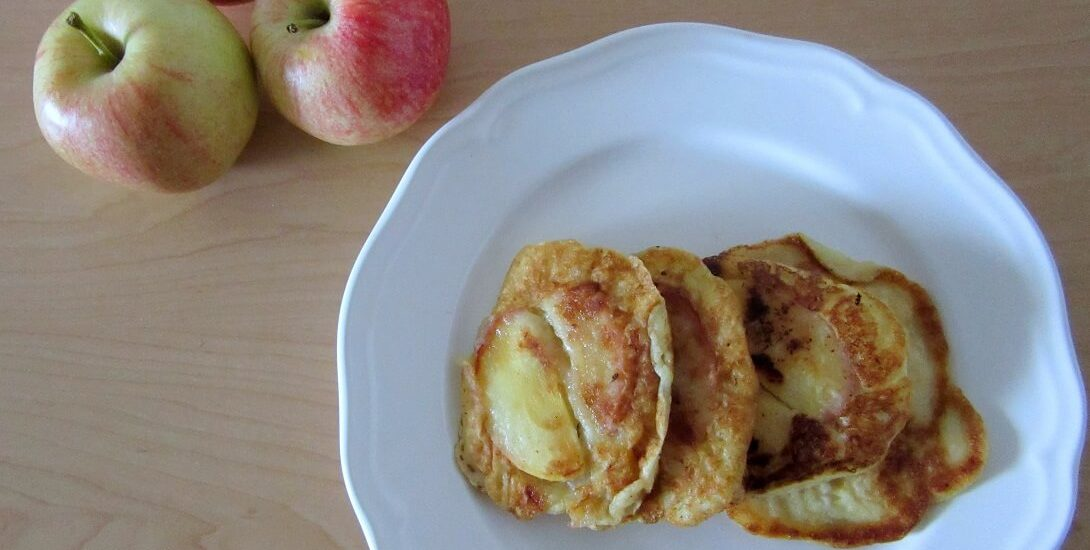 These caramelized cinnamon apple pancakes feature tender pancakes filled with sauteed cinnamon-spiced apples. #apples #pancakes #cinnamon #breakfast #brunch
