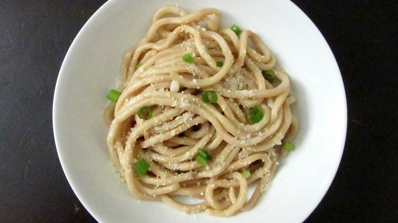 Taking plain butter noodles to the next level with plenty of garlic and fish sauce. #garlic #noodles #vietnamese #pasta