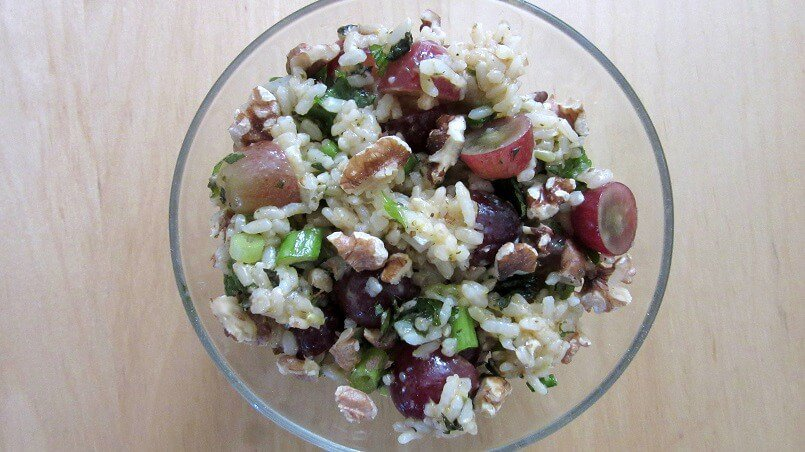 Rice salad sounds boring, but how about herby rice with grapes and pecans? It's packed with different textures and it's a perfect make-ahead side dish. #herbs #rice #grapes #pecans