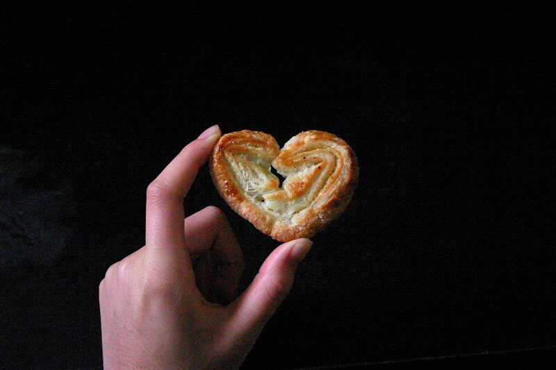 Palmiers, or French butterfly cookies made of puff pastry, are crispy and flaky and gently sweet. #french #palmiers #cookies #puffpastry