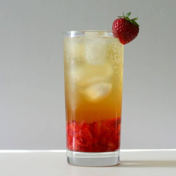 This bubbly strawberry jasmine tea is easy to make at home, and much cheaper than any iced tea drink you'd get at a coffee shop! #strawberry #jasminetea #nonalcoholic