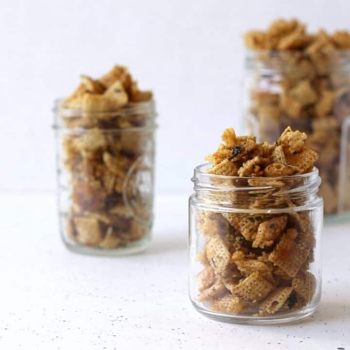 Pack this furikake mix into glass jars for an easy holiday gift to give to friends and family! #furikake #chexmix #snack #holidaygift