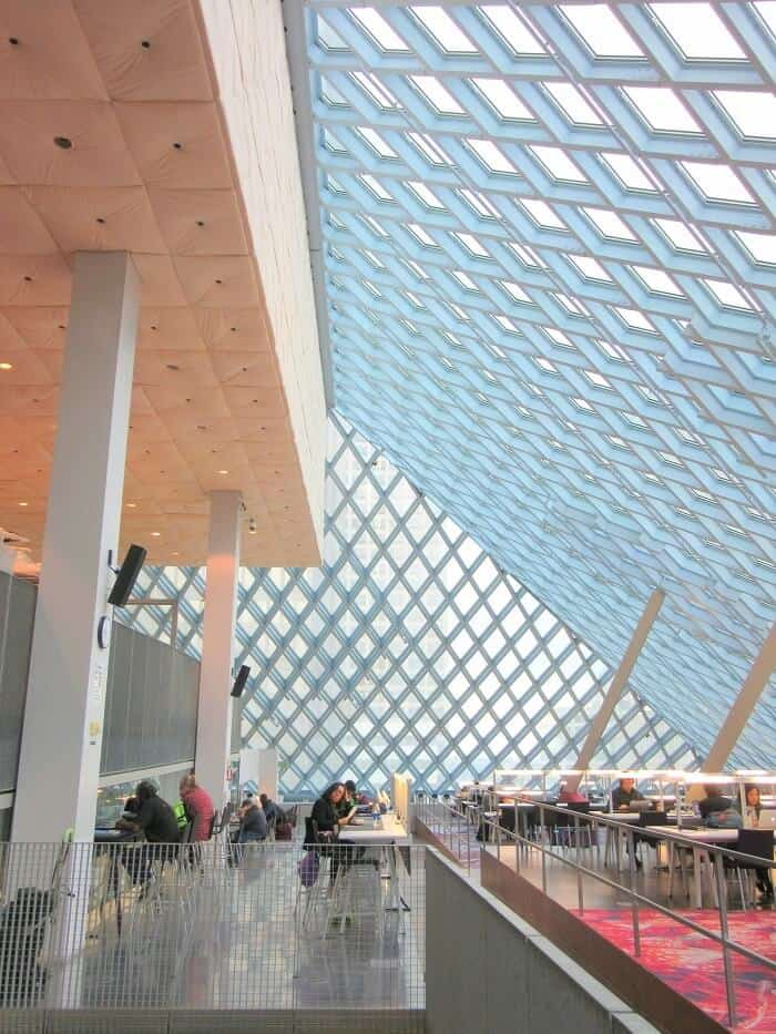 The ceiling of the Seattle Public Library is made of a bunch of cross-hatched beams that let in tons of light (or at least, grey sky). Travel Guide to Seattle: Delicious Not Gorgeous Edition #seattle #washington #travel