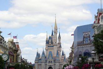 The iconic Cinderella Castle in the middle of Magic Kingdom at Walt Disney World. #waltdisneyworld #castles #themeparks #travelguide #wdw
