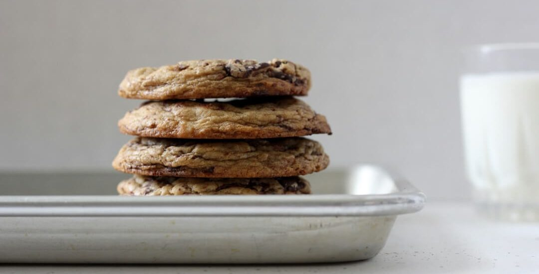 Tara O'Brady's chocolate chunk cookies are thick, giving them plenty of delicious chewiness in the middle (and crispy edges!). #chocolatechipcookies #chocolatechunkcookies #cookies #dessert
