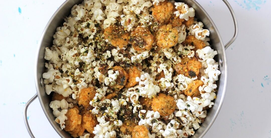 Try hurricane popcorn, a Hawaiian snack with Japanese seaweed and rice crackers. It's the perfect snack for those who love something a little crispy, a little crunchy. #furikake #popcorn #snackideas #hawaiian
