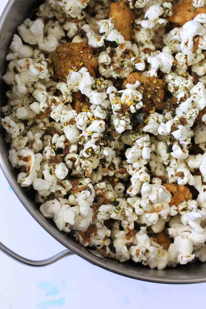 Hurricane popcorn is best served right after it's mixed, so that the popcorn stays crisp and the arake (rice crackers) stay crunchy. #furikake #popcorn #snackideas #hawaiian