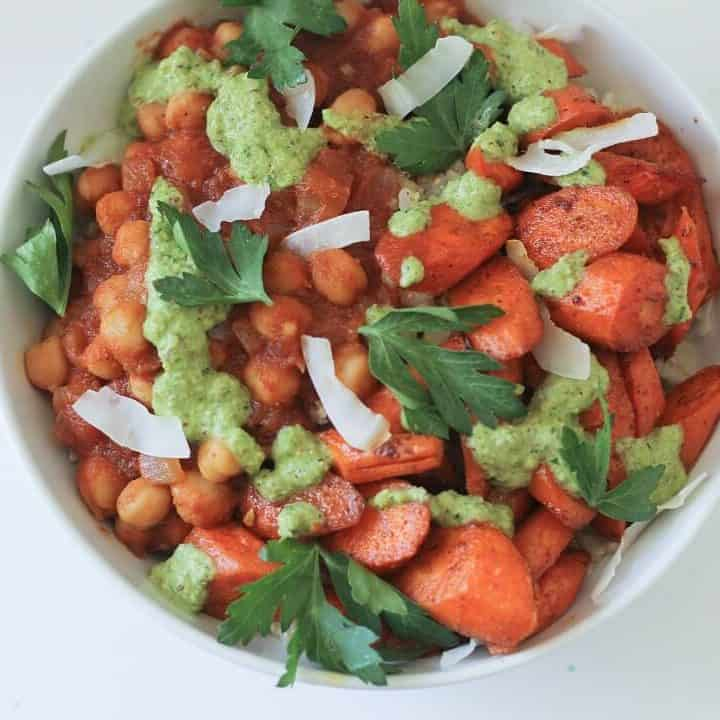 Serve these chckpea curry bowls with carrots and cilantro sauce with any kind of rice that you want, but coconut milk-infused basmati rice is particularly tasty! #chickpeas #indiancurry #ricebowl #carrots #cilantro