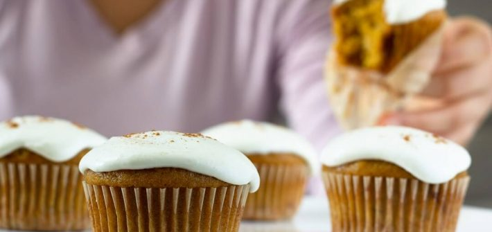 Take a bite of one of these pumpkin banana cupcakes with cream cheese frosting! #pumpkincupcakes #creamcheesefrosting #caramelizedbananas
