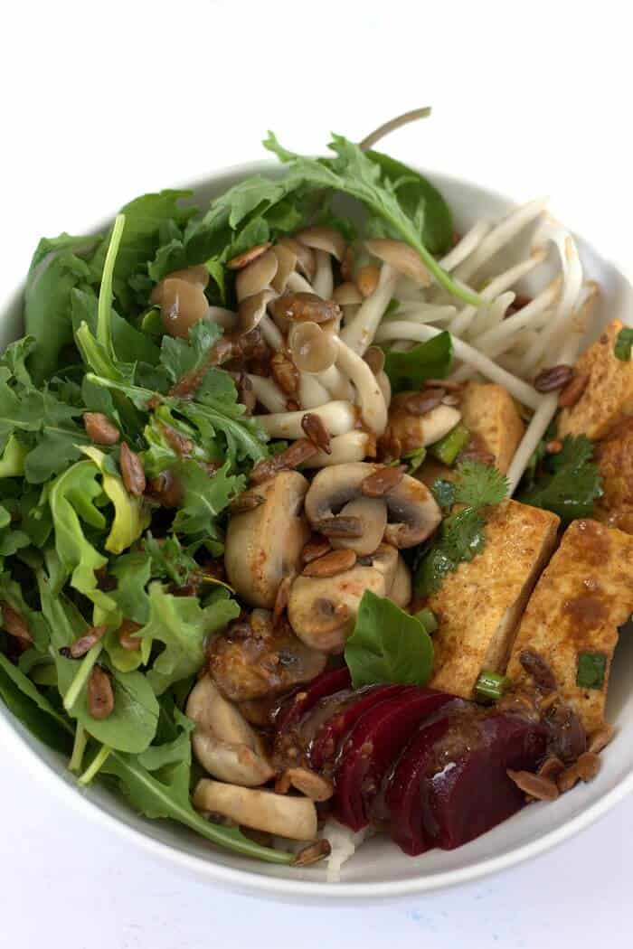 There's so many toppings in this sweetgreen Shroomami bowl (mushrooms, bean sprouts, pan-fried tofu) that you'll never get bored. #ricebowls #mushrooms #lunch #asian