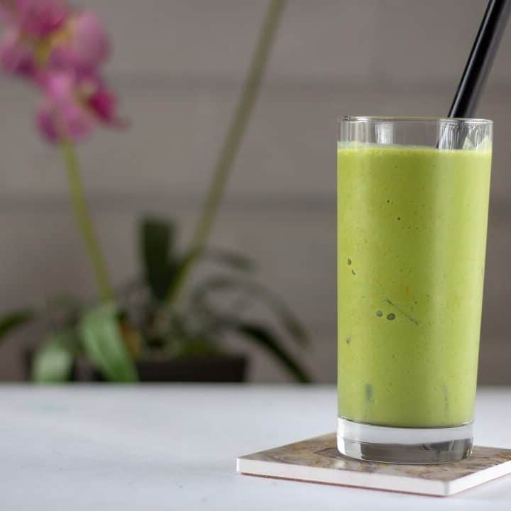 Looking for a non-coffee afternoon pick me up? This pineapple green tea slushie has plenty of matcha to perk you up after your 3pm slump. #pineapple #tea #matcha #drinks #nonalcoholic