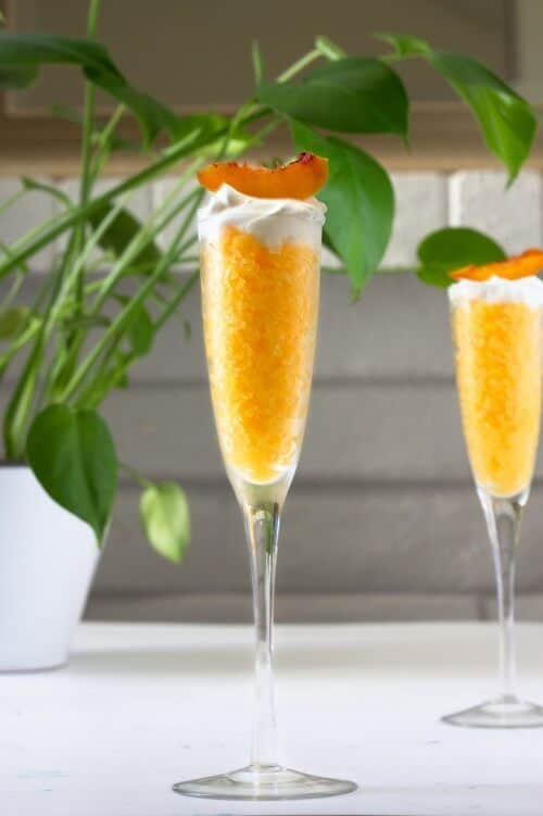 This orange granita with almond whipped cream is only 3 ingredients: orange juice, almond extract and heavy cream. #orange #orangejuice #granita #summertime