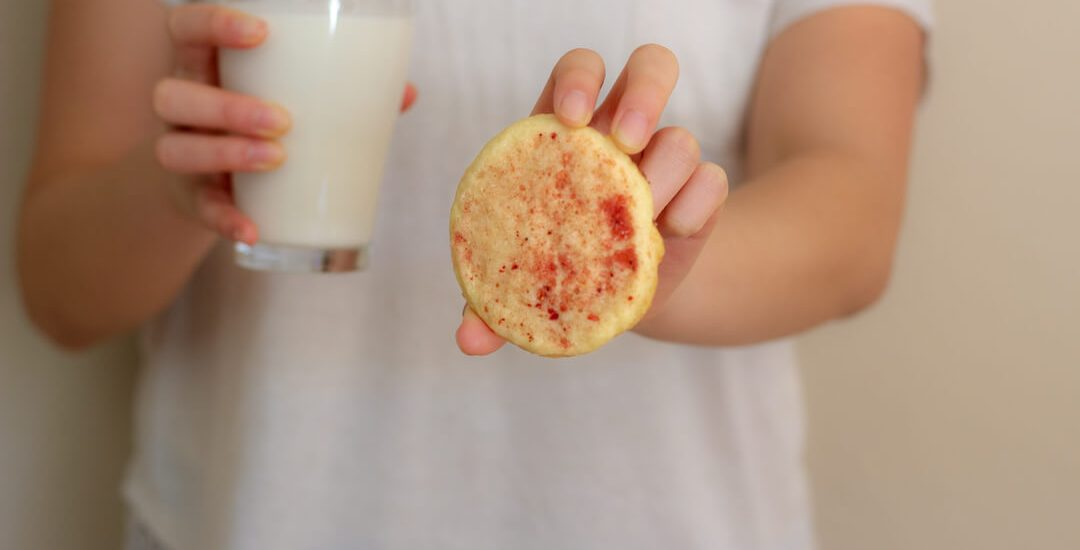 These strawberry sugar cookies are delicious with or without a cup of milk (or coffee or tea).