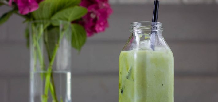 This vanilla matcha latte is an icy matcha latte, flavored with a little bit of vanilla bean paste.